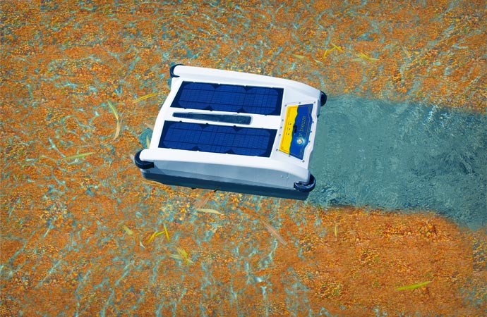 Solar powered pool cleaner