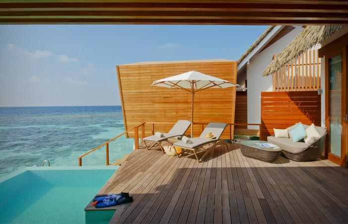 Beach bungalow with a jacuzzi