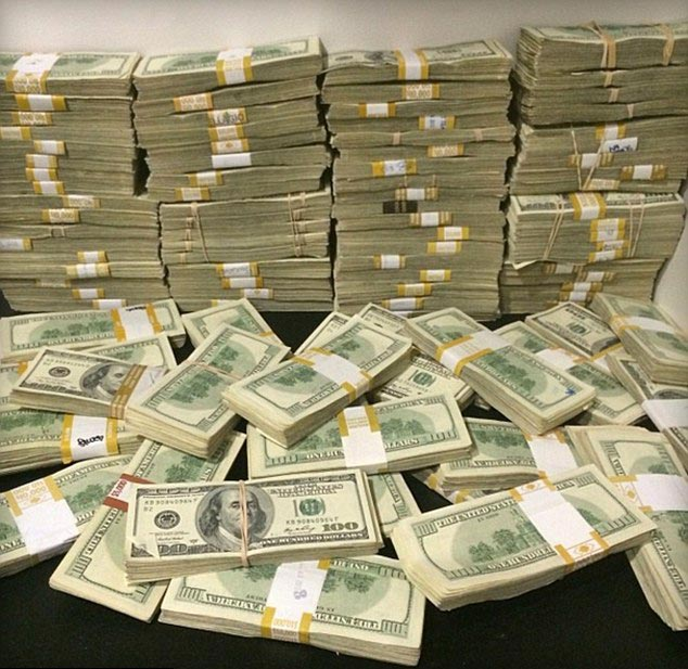 Dan Bilzerian Stacks of Money