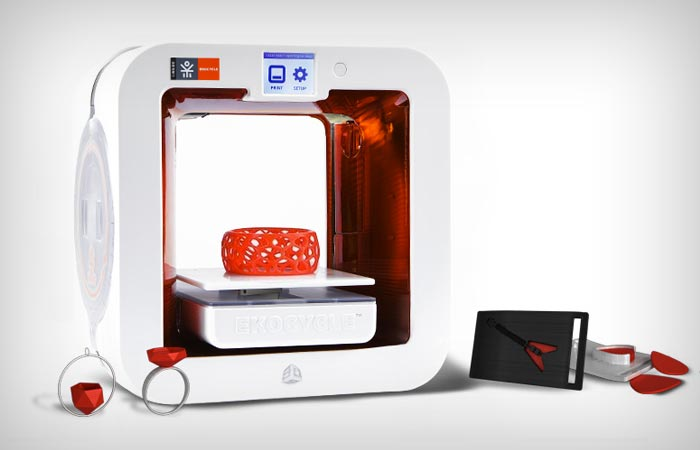 Ekocycle Cube 3D printer making jewelry