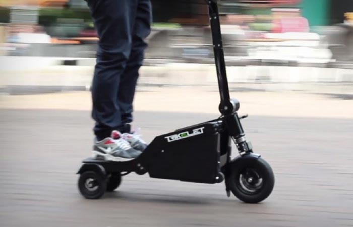 Electric scooter that is portable and foldable