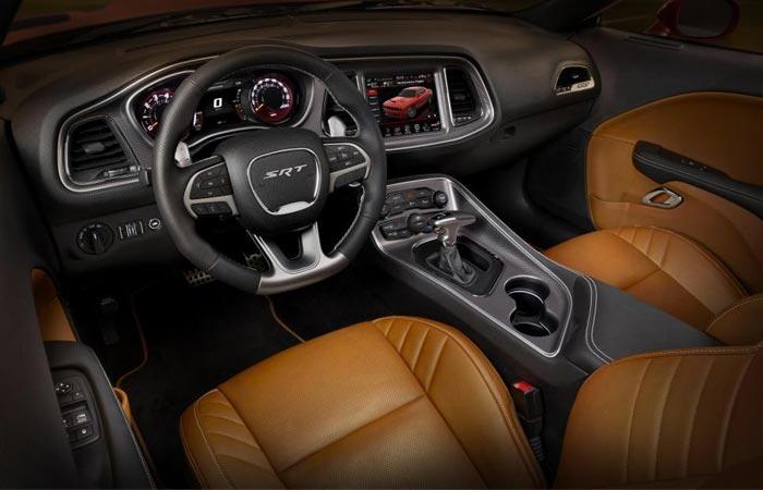 Dodge Challenger SRT Hellcat interior