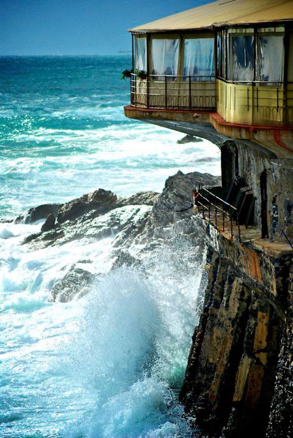 Restaurant on cliff