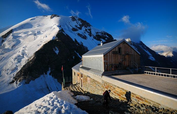 Hollandia Hutte Winter Resort