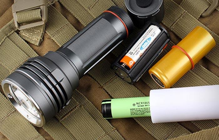 XINTD X3 960 lumen flashlight