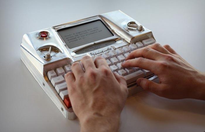 Hemingwrite typewriter