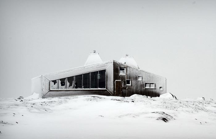 Rabothytta mountain hut in winter
