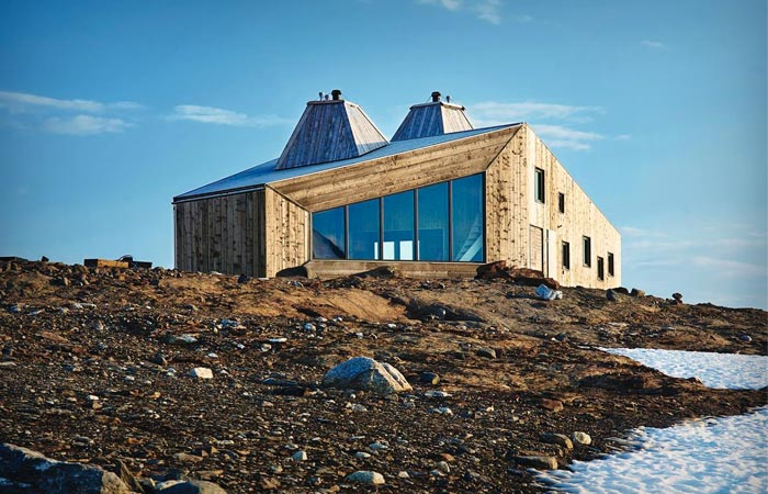 Wooden mountain hut in Norway