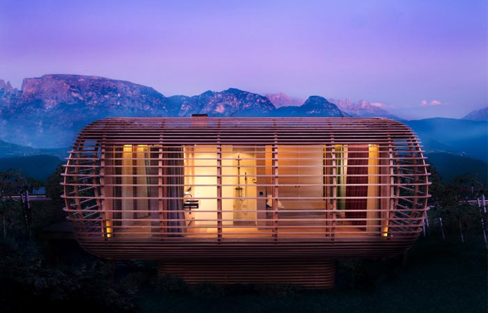Loftcube with a scenery in the mountains