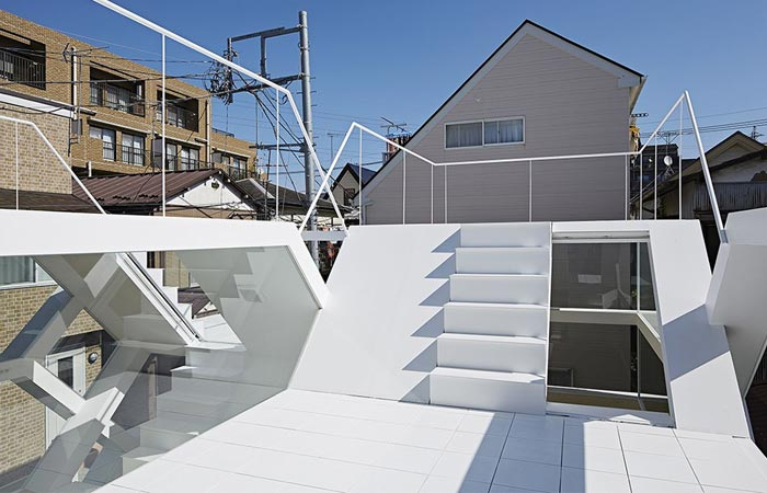 Roof of the S-House by Yuusuke Karasawa