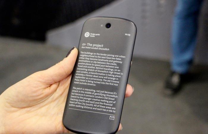 Yotaphone 2 reader and smartphone