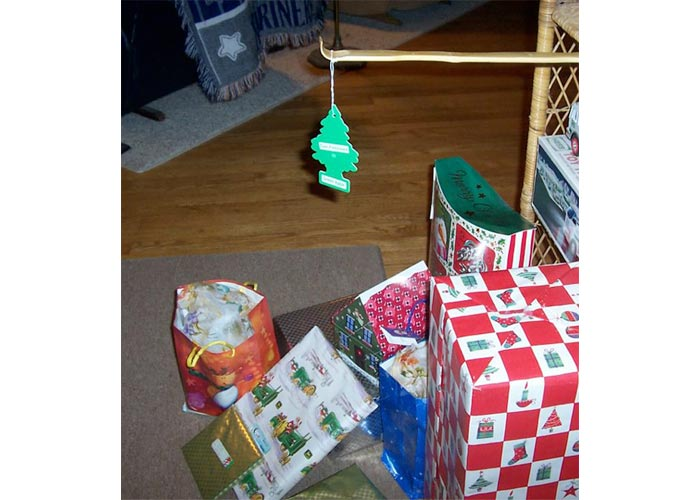 """I am broke and lazy"" Christmas tree"