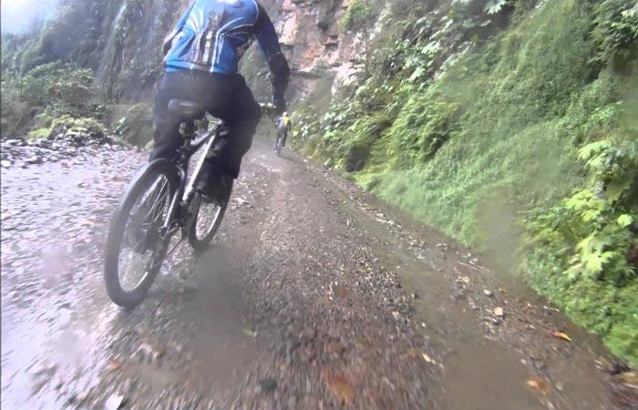 Mountain biking tour of the Camino de la Muerte in Bolivia