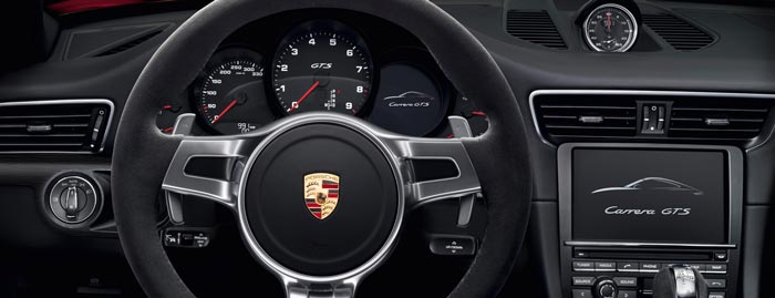 Instrument and dash of the Porsche 911 Targa 4 GTS