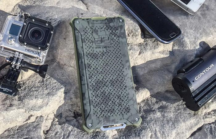 Poseidon rugged charger