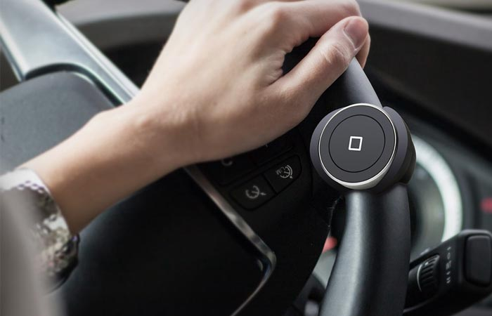 Satechi bluetooth button series in the car