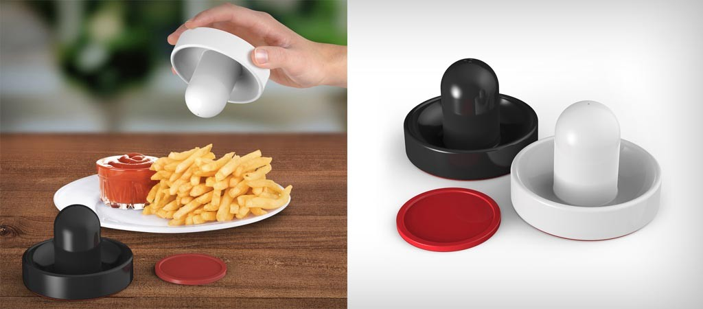 GAME ON! air hockey salt and pepper shakers
