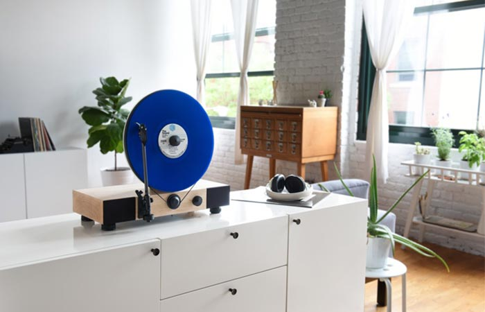 Floating Record Vertical Turntable floating illusion