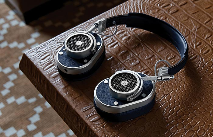 MH40 Headphones exterior and color variants