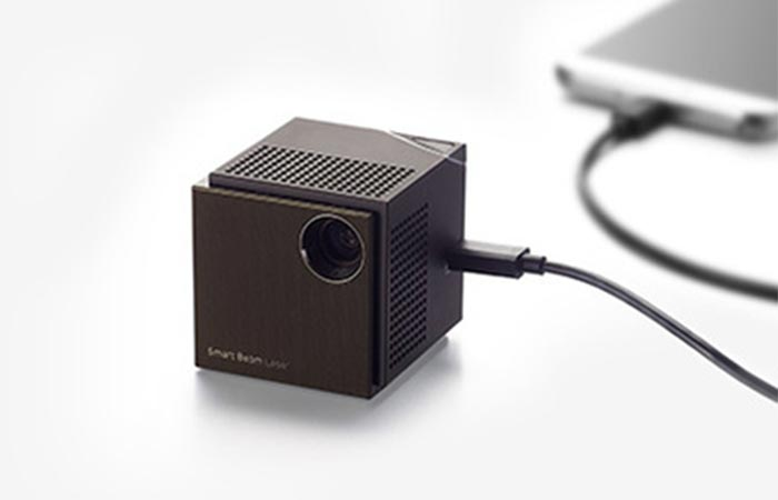 UO Smart Beam Laser Projector HDMI port