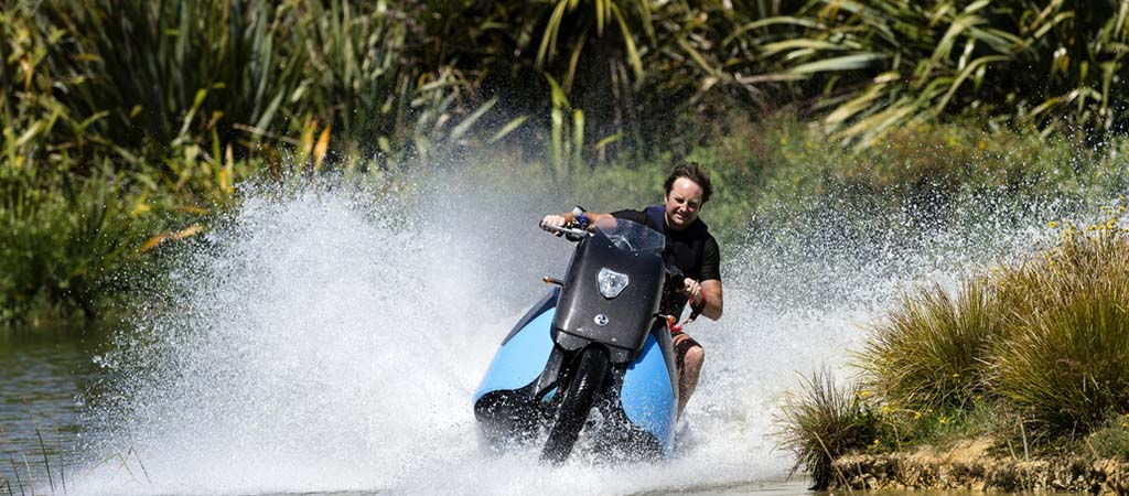 GIBBS BISKI HIGH-SPEED AMPHIBIOUS MOTOCYCLE