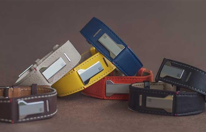 Different bracelets for KLOK-02