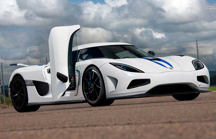 Koenigsegg CCX with open doors