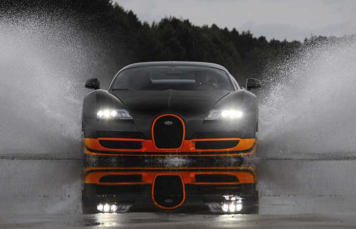 Bugatti Veyron Super Sport in the rain