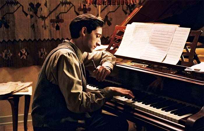 Adrian Brody playing piano in The Pianist