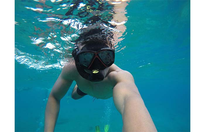 Guy Wears Cressi Panoramic Wide View Mask And Dry Snorkel Set Under The Water