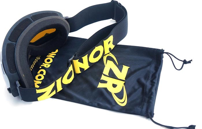 Snow Goggles with Detachable Lens By Zionor with a bag