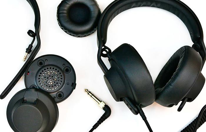 Headphones and all of its components together.