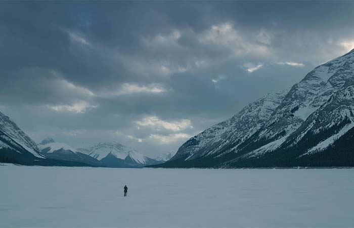 Leonardo Dicaprio's As Hugh Glass Alone Next To The Mountains Filled With Snow