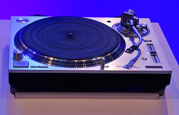 SL-1200G on a table, front view. blue background.