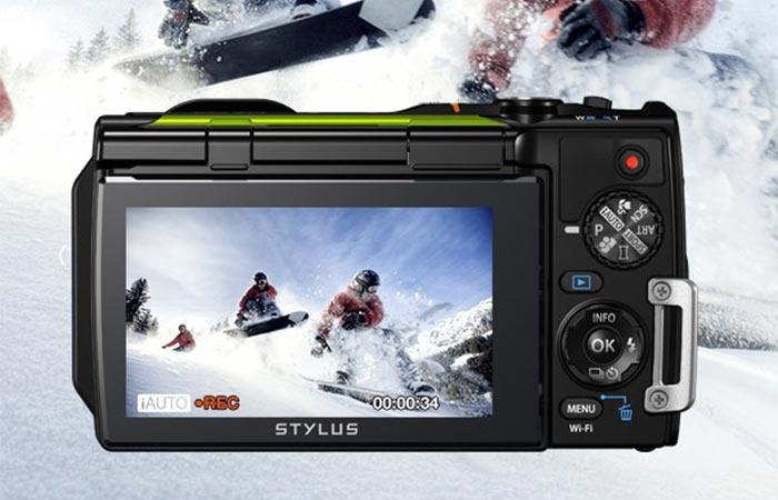 Monitor On Olympus TG-870 Tough Waterproof Digital Camera