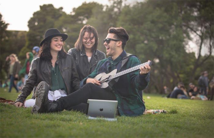 Friends Using MI Guitar
