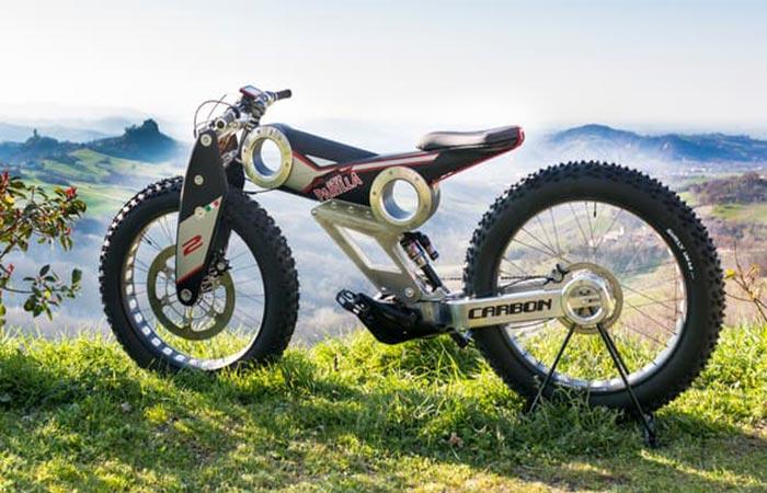 Moto Parilla Carbon SUV E-bike On The Grass