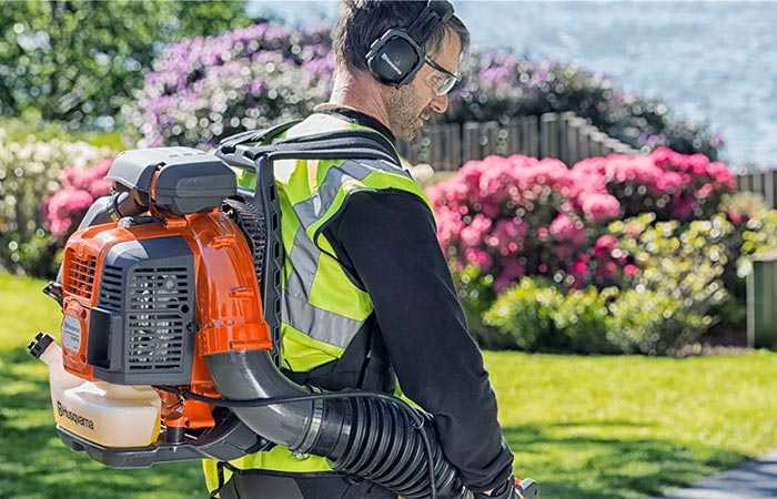 Man wearing Husqvarna 580BTS leaf blower