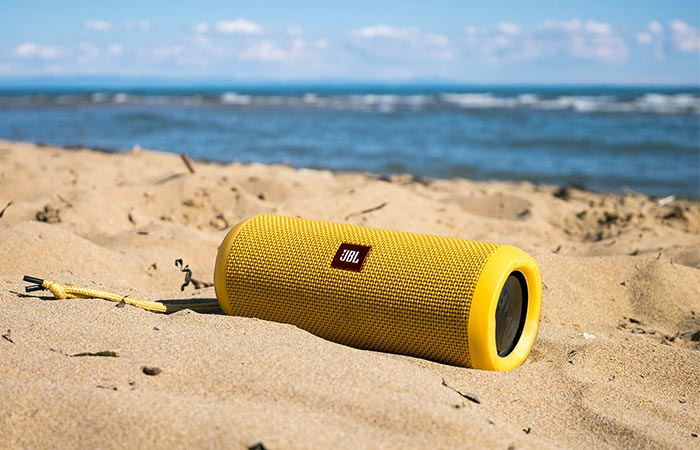 JBL Flip 3 yellow in sand
