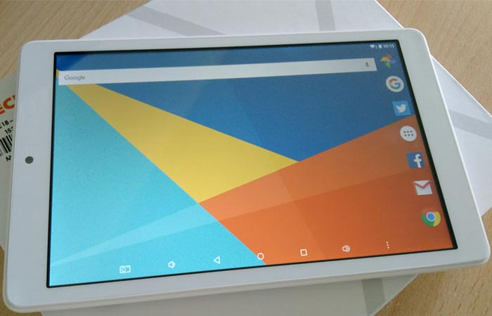 Front view of the Teclast X80 Pro with the display on