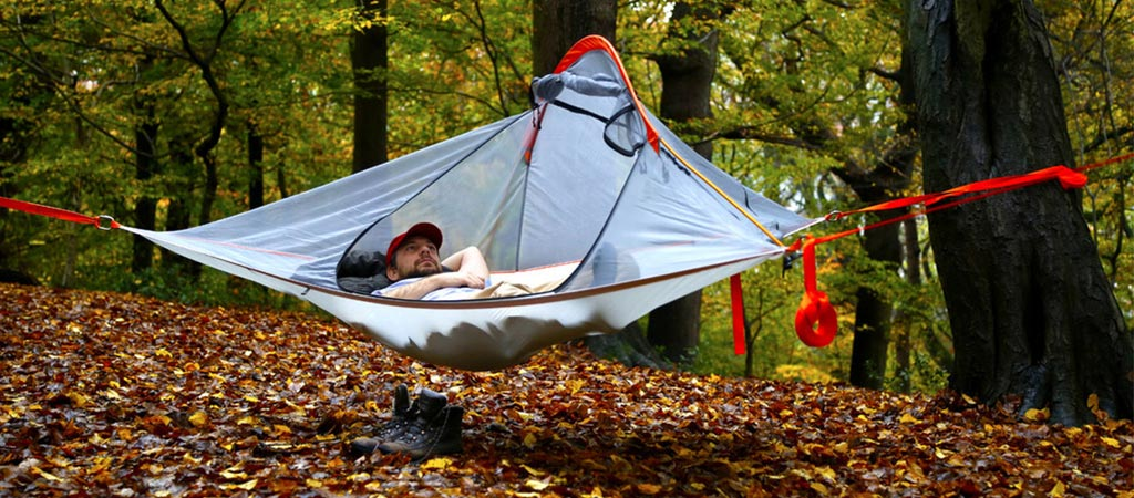 Man using the Tentsile Flite Tree Tent
