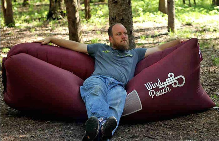 man sitting on maroon windpouch windpouch   inflatable polyurethan coated sofa lounger hammock      rh   jebiga
