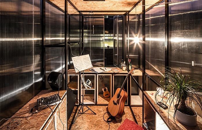 Minima Moralia Pop-up Studio Used For Musicians