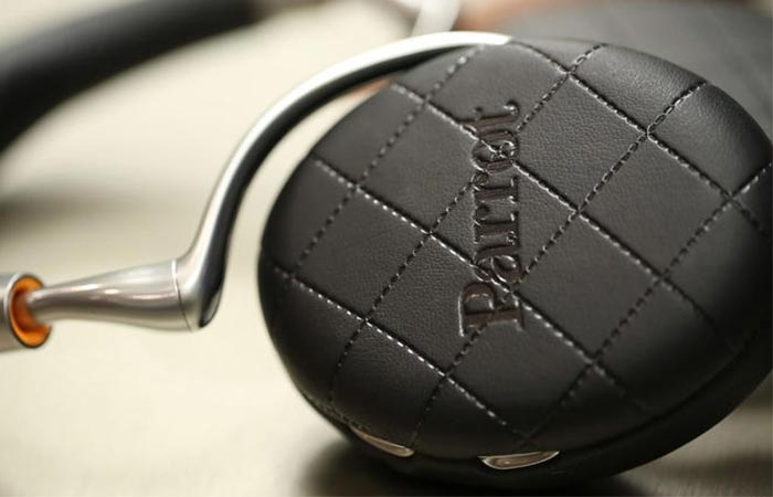 Side view of one Parrot Zik 3.0 headphone