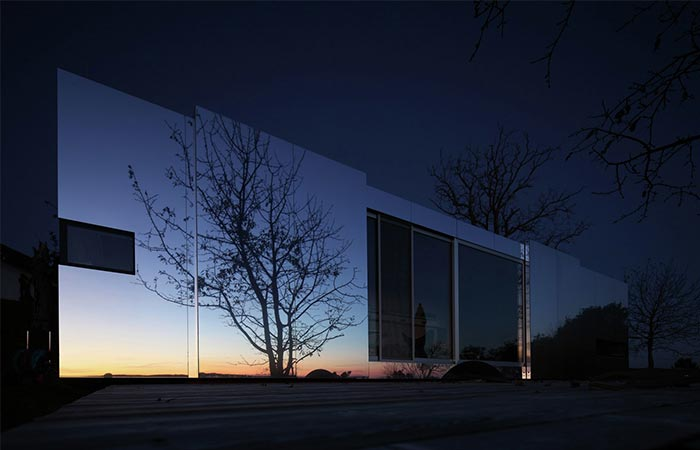 Casa Invisible Exterior By Night