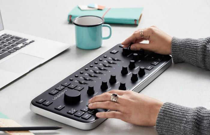 Somebody using the Loupedeck