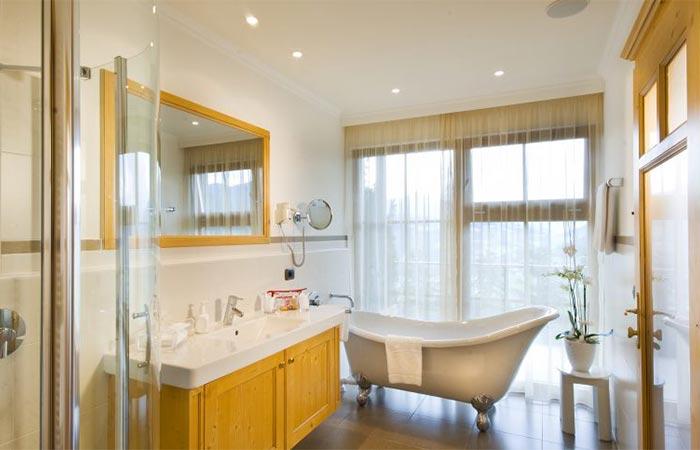 Hotel Hubertus Bathroom