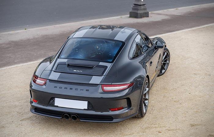 Rear view of the 2016 Porsche 911 R Steve McQueen tribute