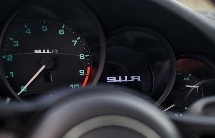 Speedometer of the 2016 Porsche 911 R Steve McQueen tribute