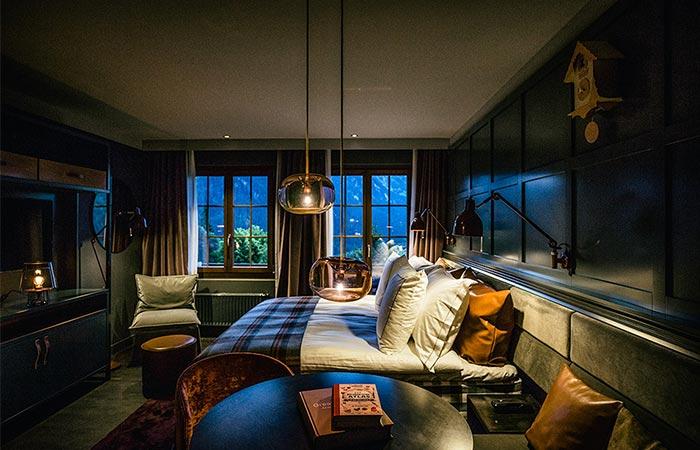 HUUS Hotel Gstaad bedroom